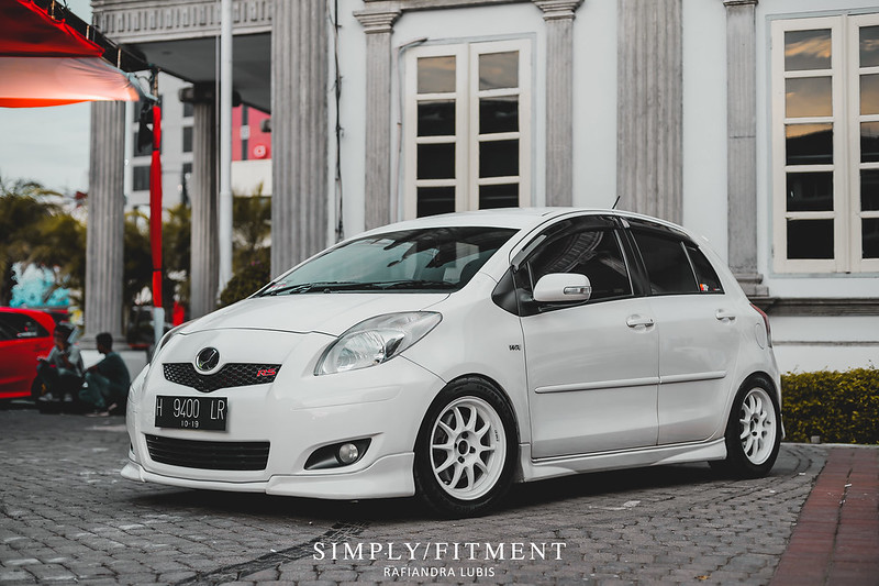 DIKA'S SIMPLY LOOK TOYOTA YARIS - WHITE ON WHITE